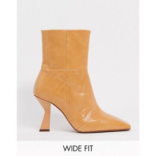 아소스 ASOS DESIGN Wide Fit Elodie premium leather square toe heeled boots in natural 1761169